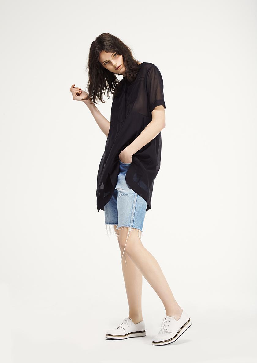 <p><span>Orchard</span> Cotton Silk tunic dress</p><p><span>Parade</span> Laced Derby style sneaker</p>