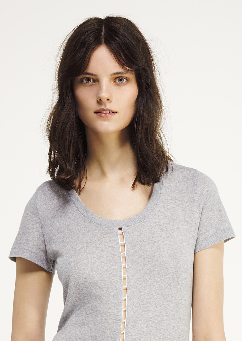 <p><span>Gamma</span> Loose tee round neck with lateral trim</p>